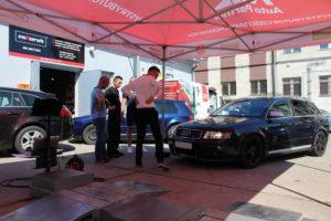 Audi A4 w trakcie badania technicznego Bilstein i MaXserwis
