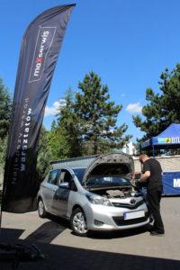 Toyota Yaris podczas darmowego badania stanu technicznego podczas akcji MaXserwis